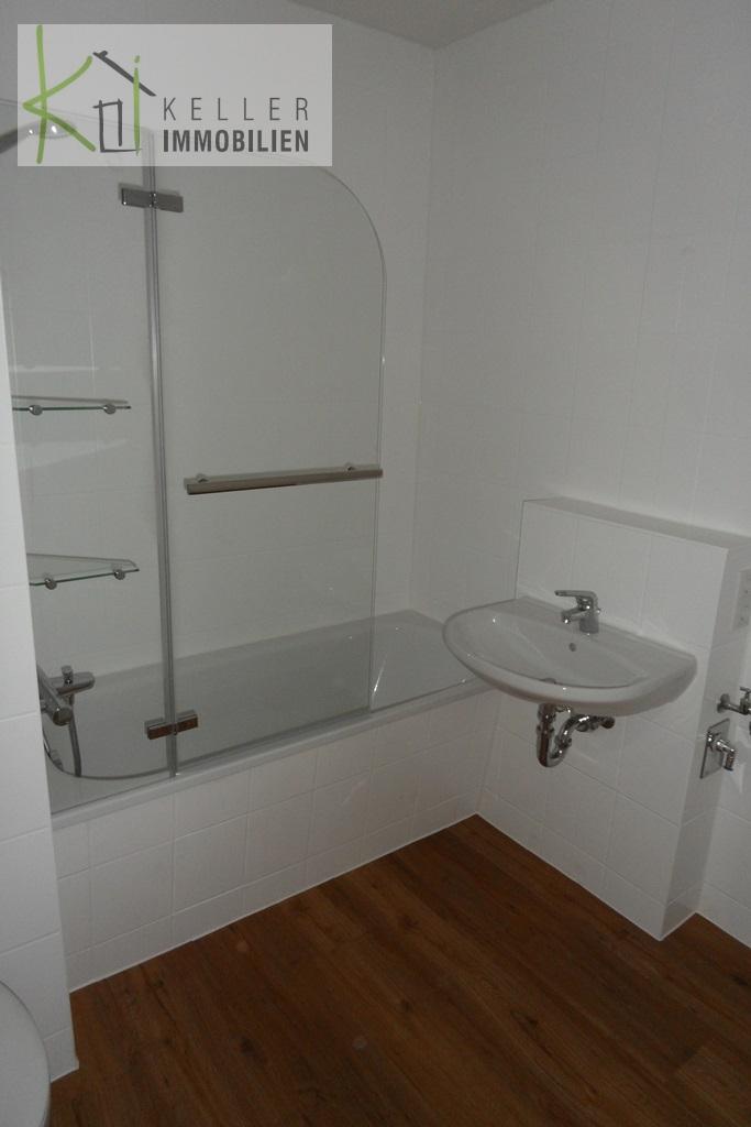 Bad/WC mit Badewanne und WM.-Anschl.